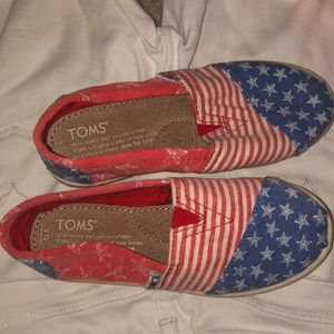Kids toms with design size youth 13.